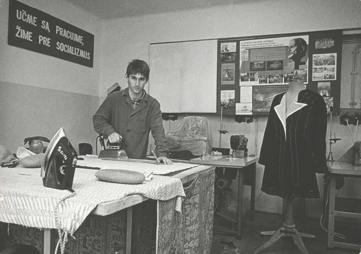 Miroslav Pokorný, Robotnícka trieda I. Zažehľovanie prsnej časti. 1988. Slovenská národná galéria