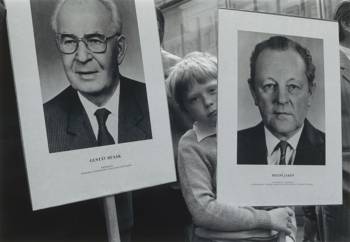Juraj Bartoš, Prvý máj. Sprievod. Bratislava. 1985 – 1988. Slovenská národná galéria