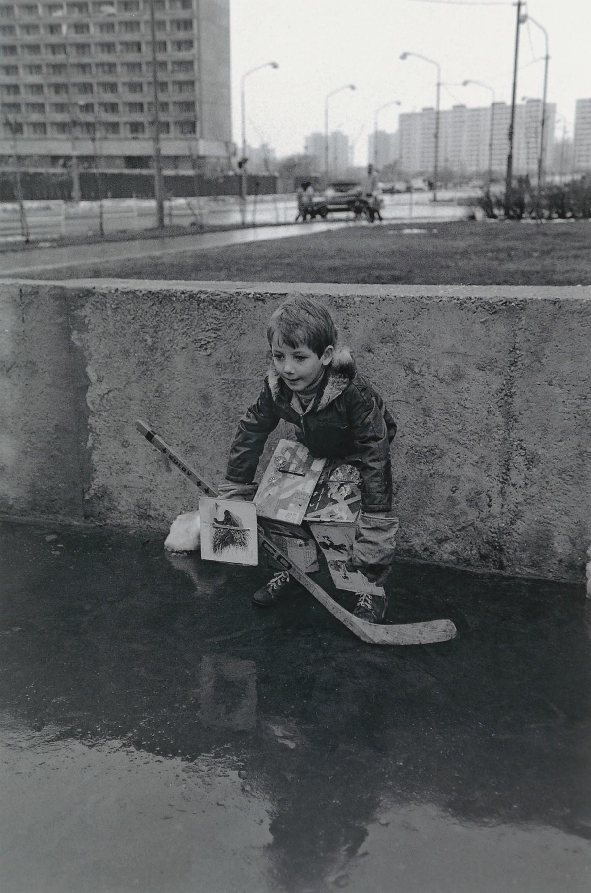 Juraj Bartoš, Deti na sídlisku. Petržalka. 1985 – 1988. Slovenská národná galéria