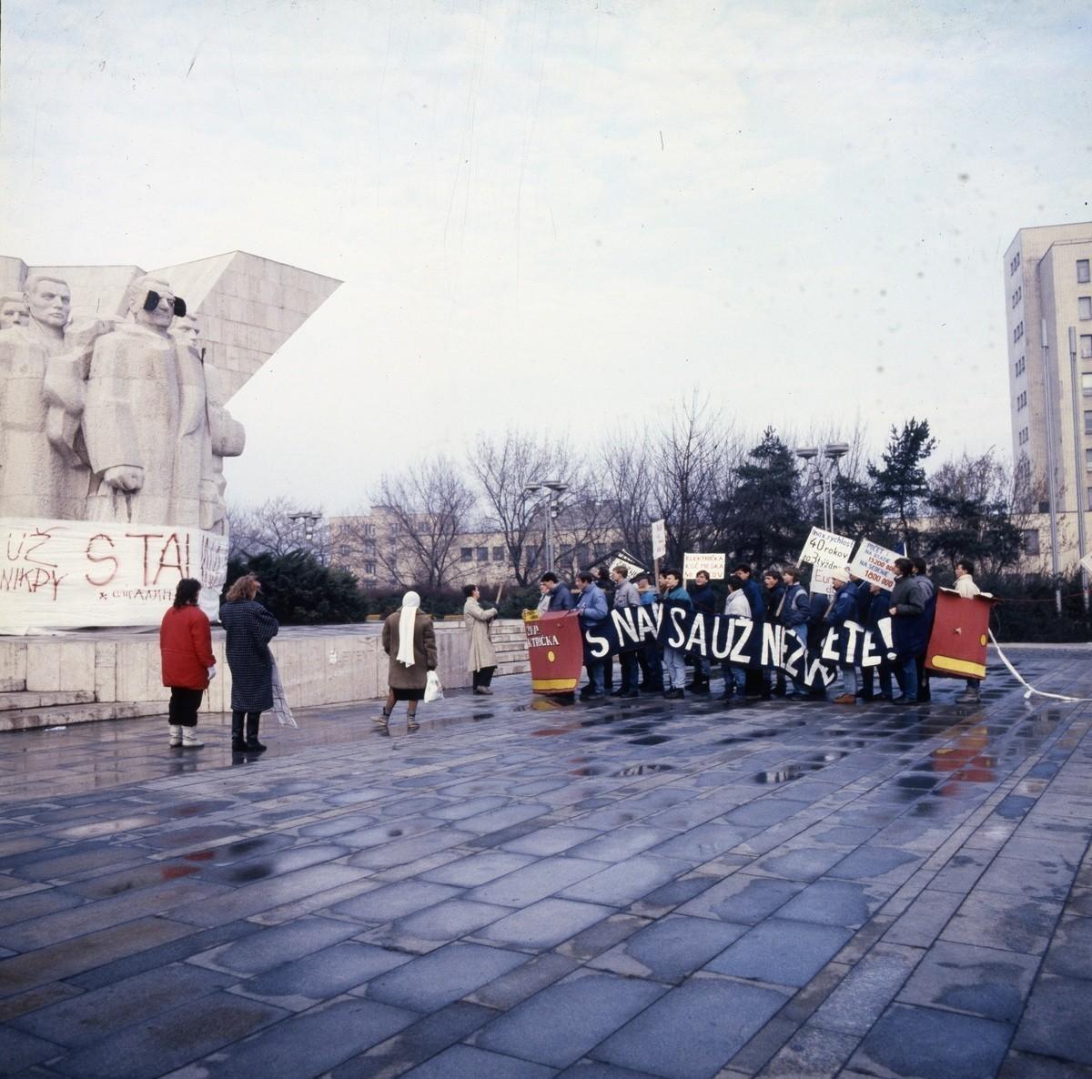 Drahotín Šulla, Socha K. Gottwalda. 1989. TASR