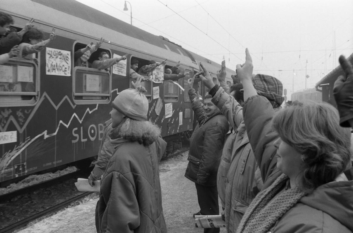 Vladimír Gabčo – ČSTK, Agitačný vlak v Žiline (6.12.1989). TASR
