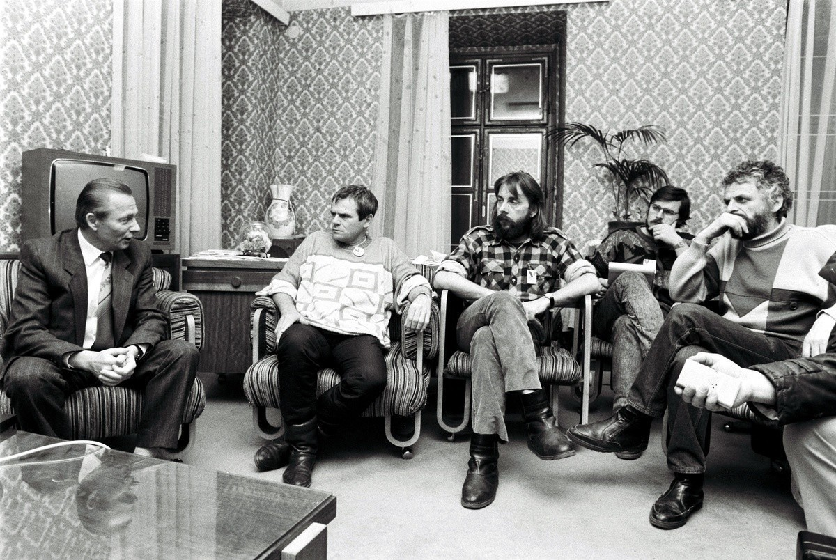 Pavel Neubauer, R.Schuster v sídle VPN. 1989. TASR